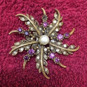Jewelry - Vintage amethyst and pearl brooch